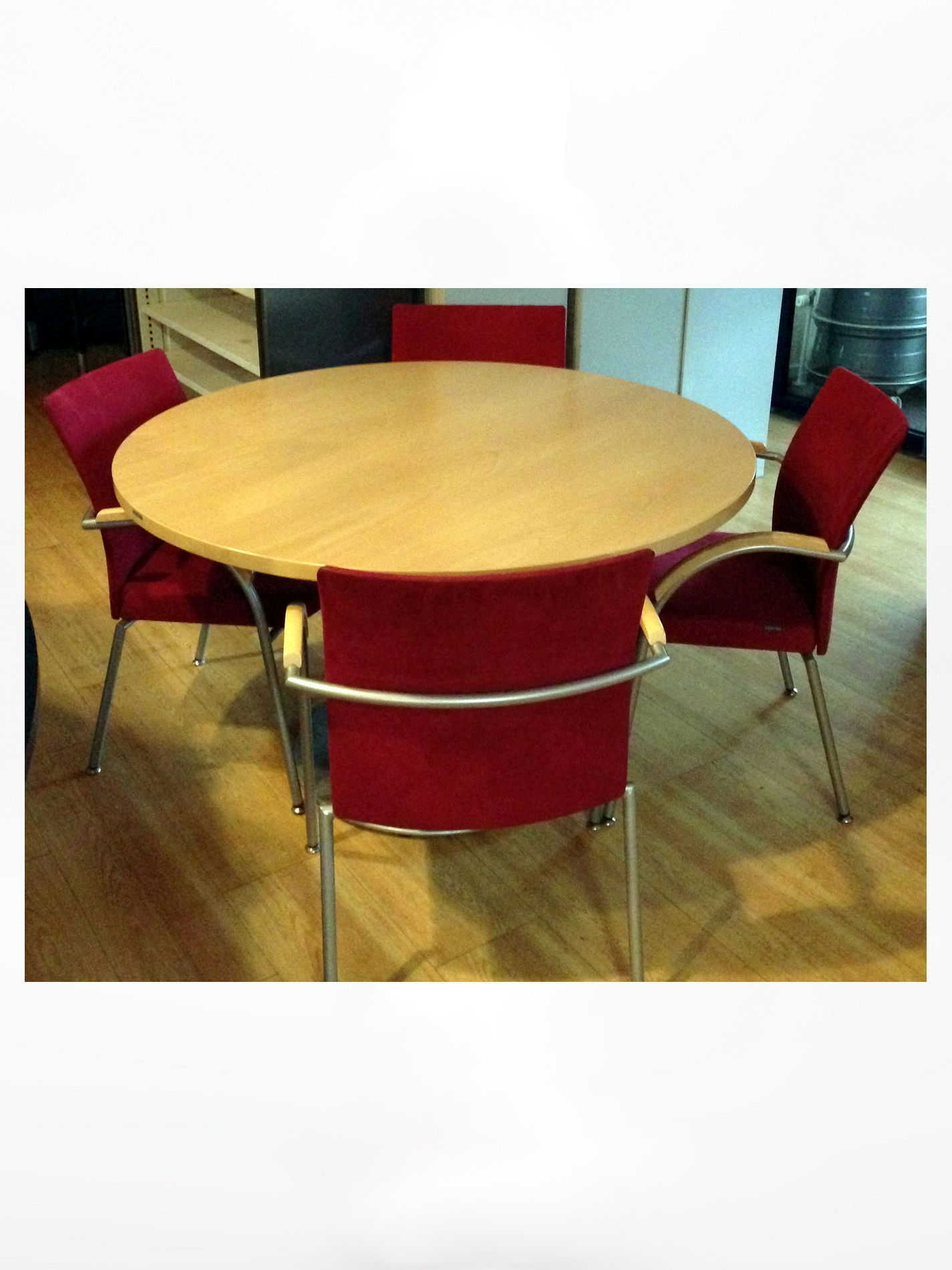 Vergaderset rond met 4 Design stoelen