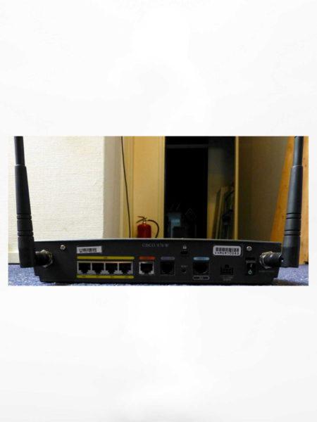 Wireless Router Cisco 876W